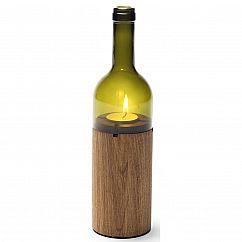Design Flaschen-Windlicht: Das grüne Teelicht Weinlicht von side by side in Form einer Weinflasche. Der Holzkorpus aus Eiche gibt sicheren Stand.